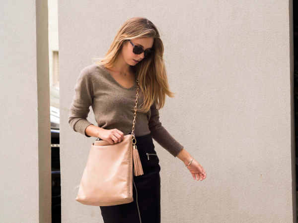Monk Leather, Paige slouch tote bag, camel, Lifestyle image 02