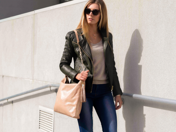 Monk Leather, Paige slouch tote bag, camel, Lifestyle image 03