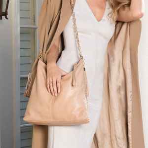 Monk Leather, Paige slouch tote bag, camel, Lifestyle image 01